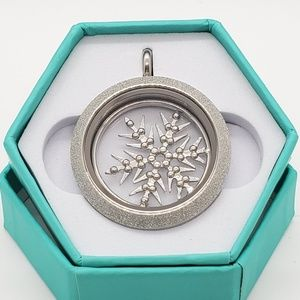 NIB Large silver snowflake locket with Sparkle